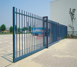 Tracked sliding gate up to 40 metre opening