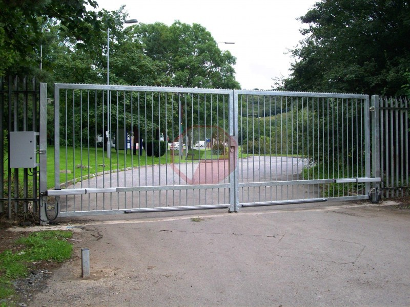 Large swing gate